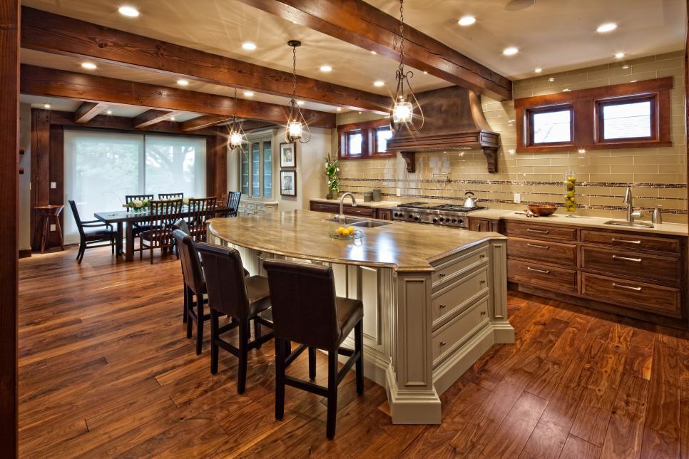Кухня/столовая в  цветах:   Бежевый, Коричневый, Темно-коричневый, Черный.  Кухня/столовая в  стиле:   Классика.