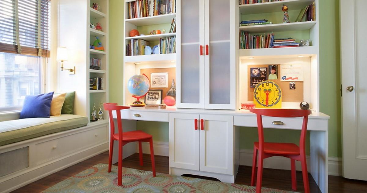 Как правильно обустроить уголок для школьника: про стол, стул и не только