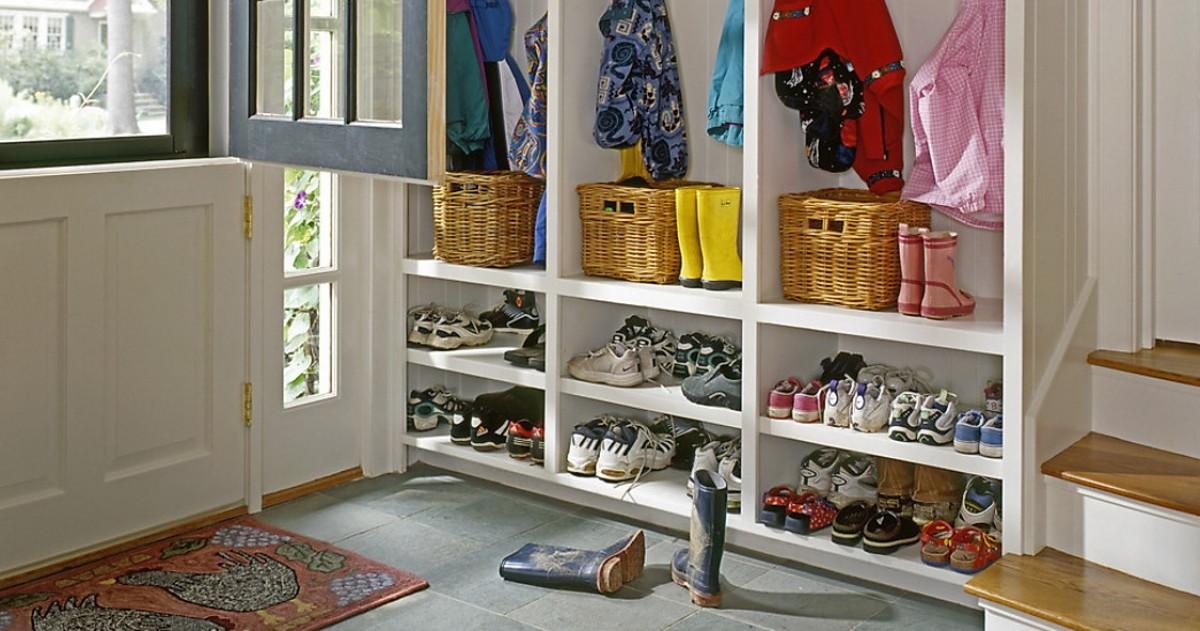 Как хранить детские вещи в прихожей: готовые решения и советы
