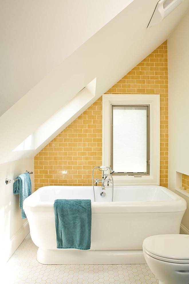 Ванная в  цветах:   Бежевый, Белый, Желтый, Светло-серый.  Ванная в  стиле:   Минимализм.