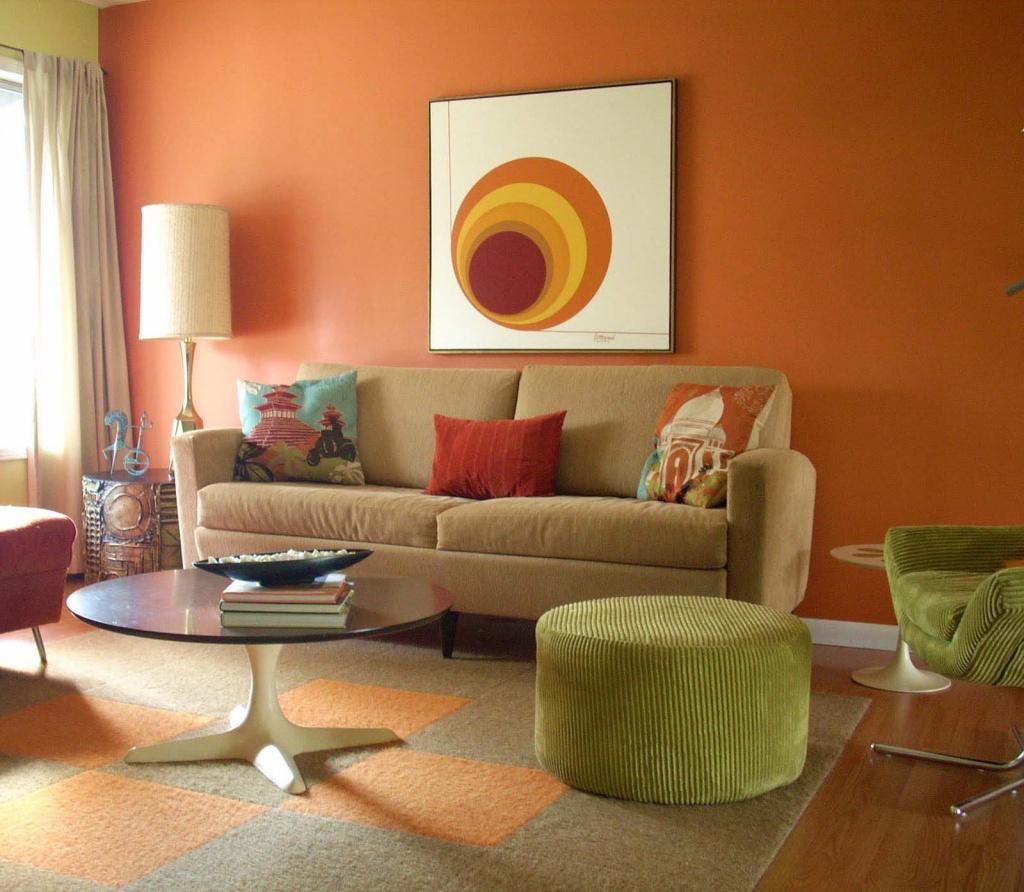 Гостиная, холл в цветах: оранжевый, бордовый, темно-зеленый, коричневый, бежевый. Гостиная, холл в стиле эклектика.