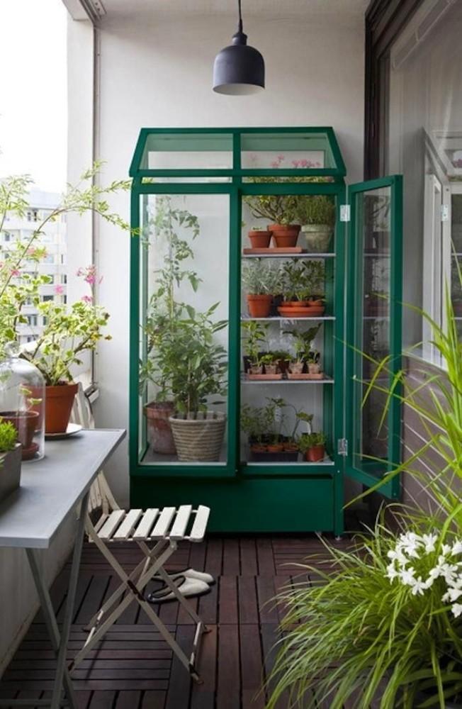 Балкон, веранда, патио в цветах: серый, белый, темно-зеленый, сине-зеленый, коричневый. Балкон, веранда, патио в .