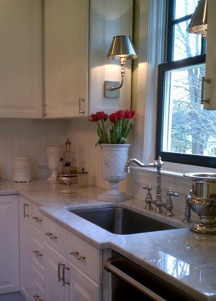 Кухня в цветах: черный, серый, светло-серый, коричневый, бежевый. Кухня в стиле классика.