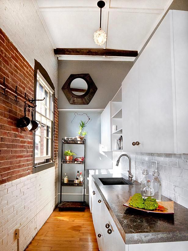 Кухня в цветах: светло-серый, белый, коричневый. Кухня в стиле минимализм.