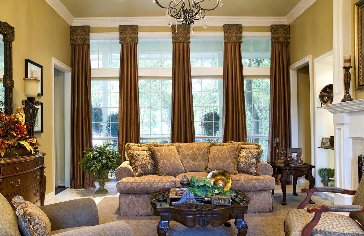 Гостиная, холл в цветах: коричневый, бежевый. Гостиная, холл в стилях: классика.