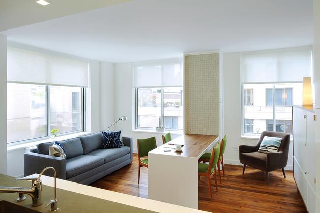 Мебель и предметы интерьера в цветах: серый, светло-серый, белый, коричневый. Мебель и предметы интерьера в стилях: американский стиль, экологический стиль.
