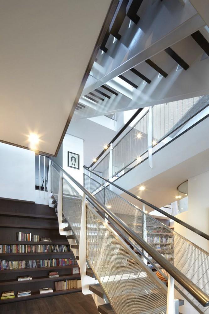 Библиотека в цветах: серый, светло-серый, белый, бежевый. Библиотека в .