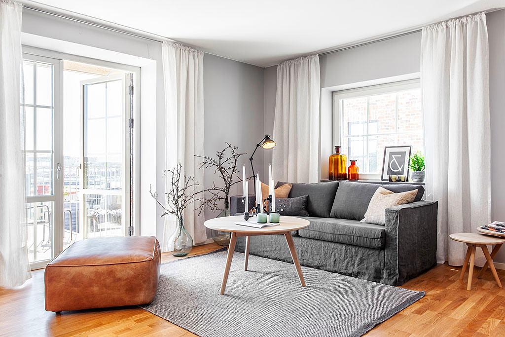 Гостиная, холл в цветах: серый, светло-серый, бордовый, бежевый. Гостиная, холл в стиле скандинавский стиль.