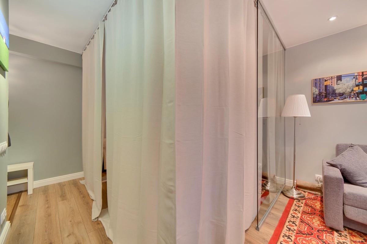 Гостиная, холл в цветах: серый, светло-серый, белый, бежевый. Гостиная, холл в стиле минимализм.