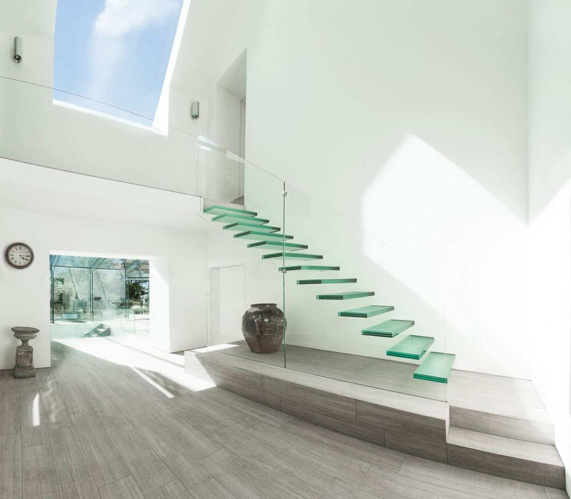 Прихожая в цветах: бирюзовый, черный, серый, белый. Прихожая в стиле модерн и ар-нуво.
