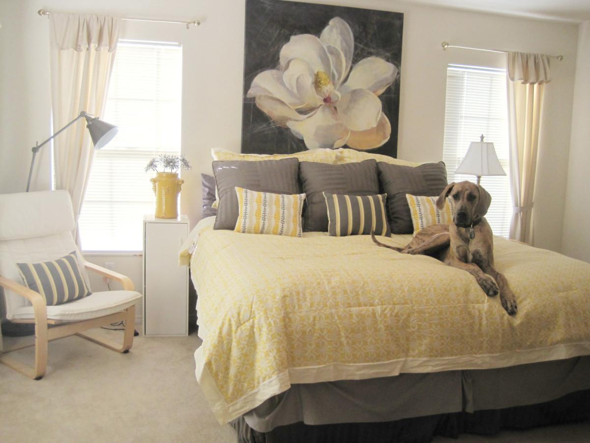 Спальня в цветах: серый, белый, бежевый. Спальня в стиле минимализм.