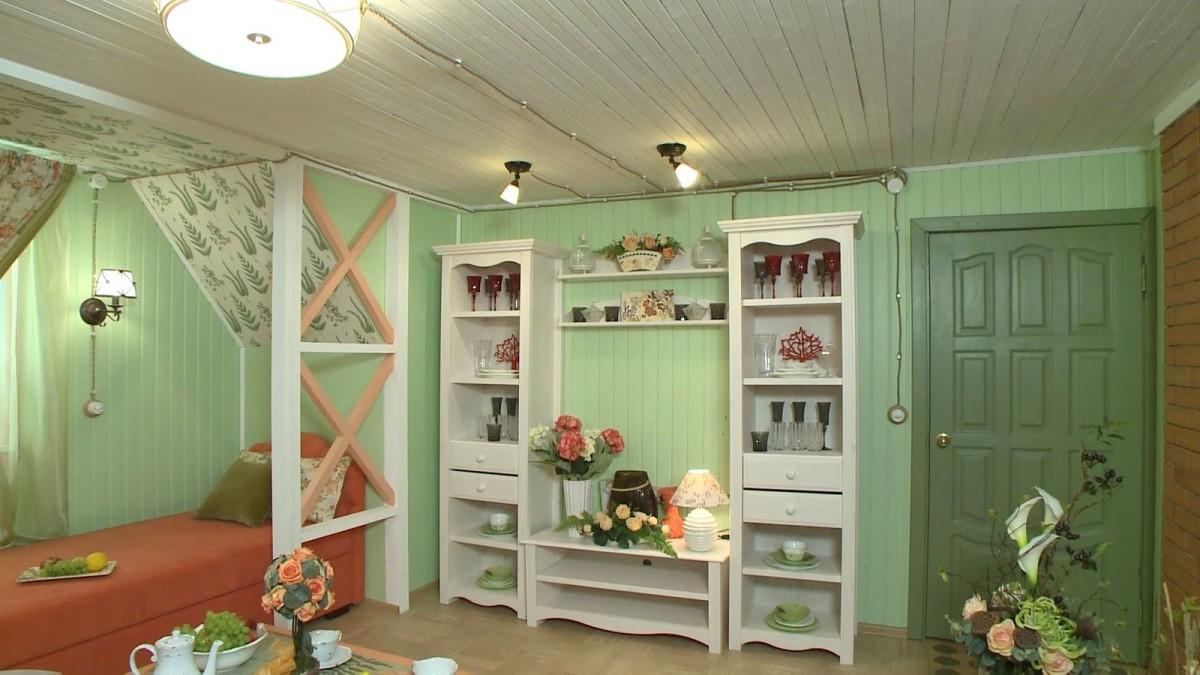 Гостиная, холл в цветах: оранжевый, белый, темно-зеленый, салатовый, бежевый. Гостиная, холл в стиле прованс.