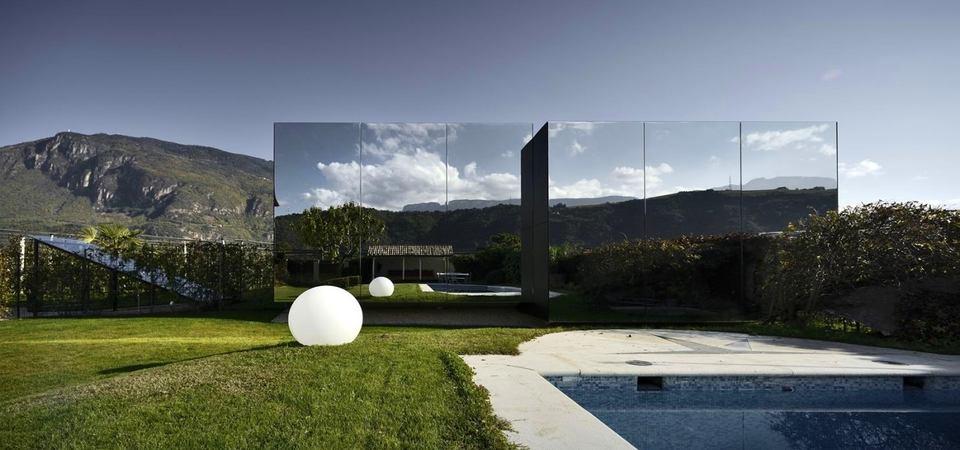 Зеркальные дома-невидимки в Альпах