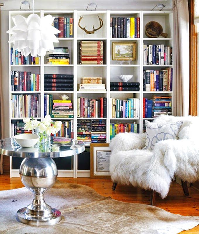 Мебель и предметы интерьера в цветах: серый, светло-серый, белый. Мебель и предметы интерьера в стиле эклектика.