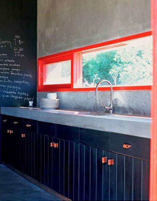 Кухня в цветах: бирюзовый, черный, светло-серый, белый. Кухня в .