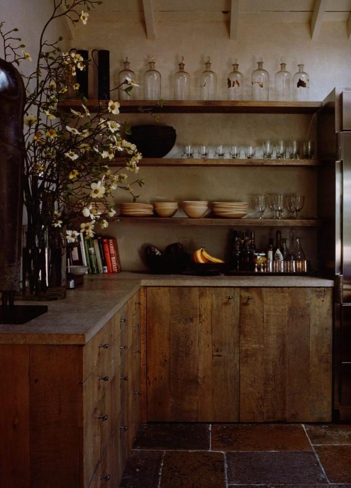 Кухня в цветах: темно-коричневый, коричневый, бежевый. Кухня в стиле кантри.