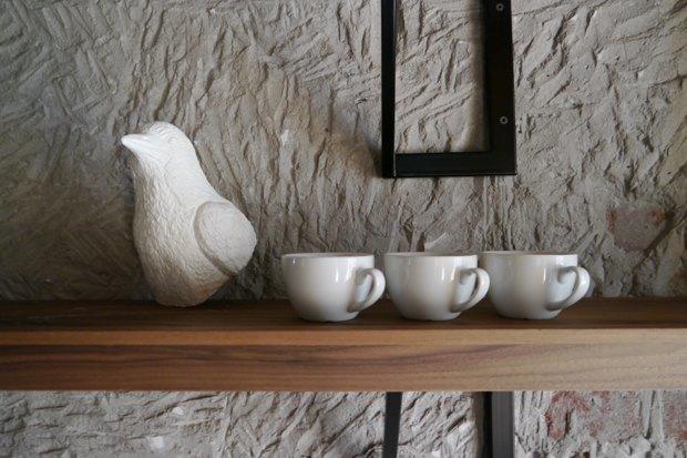 Мебель и предметы интерьера в цветах: черный, серый, светло-серый, темно-коричневый, коричневый. Мебель и предметы интерьера в стиле экологический стиль.