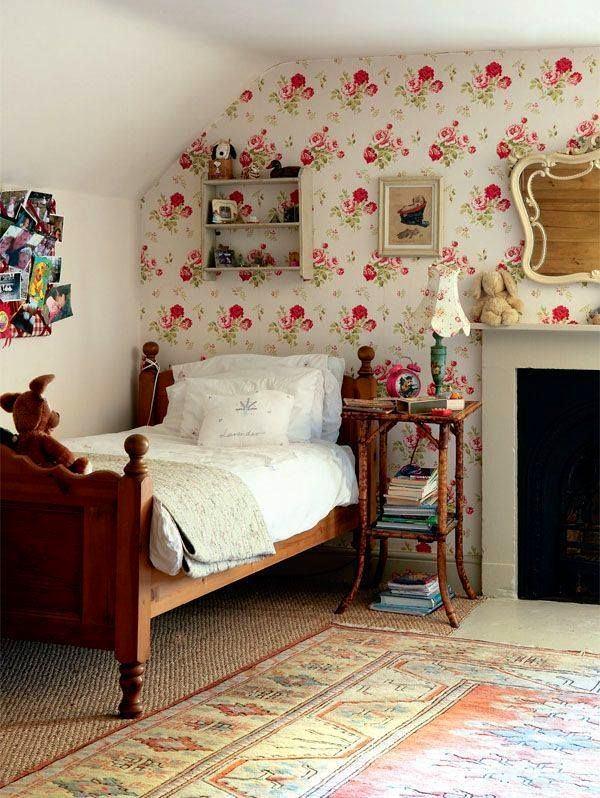Спальня в цветах: черный, светло-серый, темно-коричневый, бежевый. Спальня в стиле французские стили.