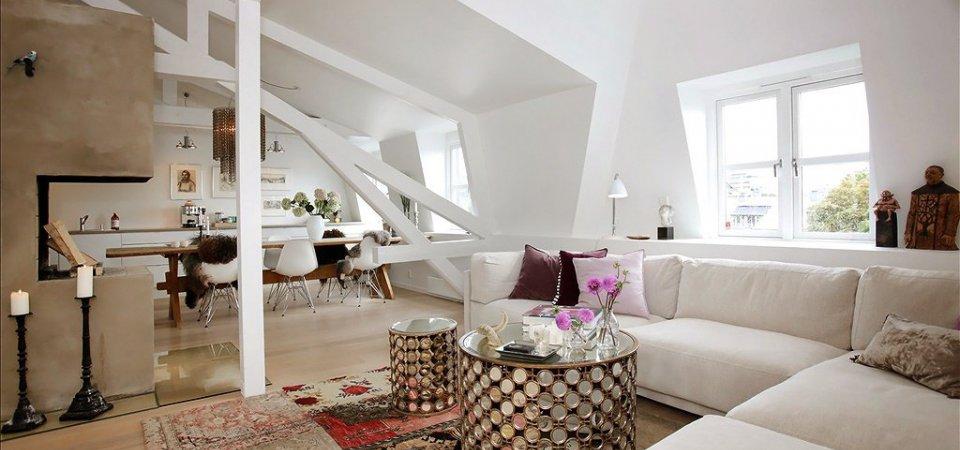 Как обыграть неровные потолки и стены: двухуровневая квартира в Осло