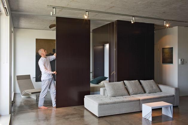 Гостиная, холл в цветах: черный, серый, белый, коричневый. Гостиная, холл в стиле хай-тек.