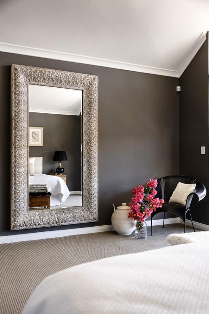Спальня в цветах: черный, серый, светло-серый, белый, коричневый. Спальня в стилях: арт-деко.