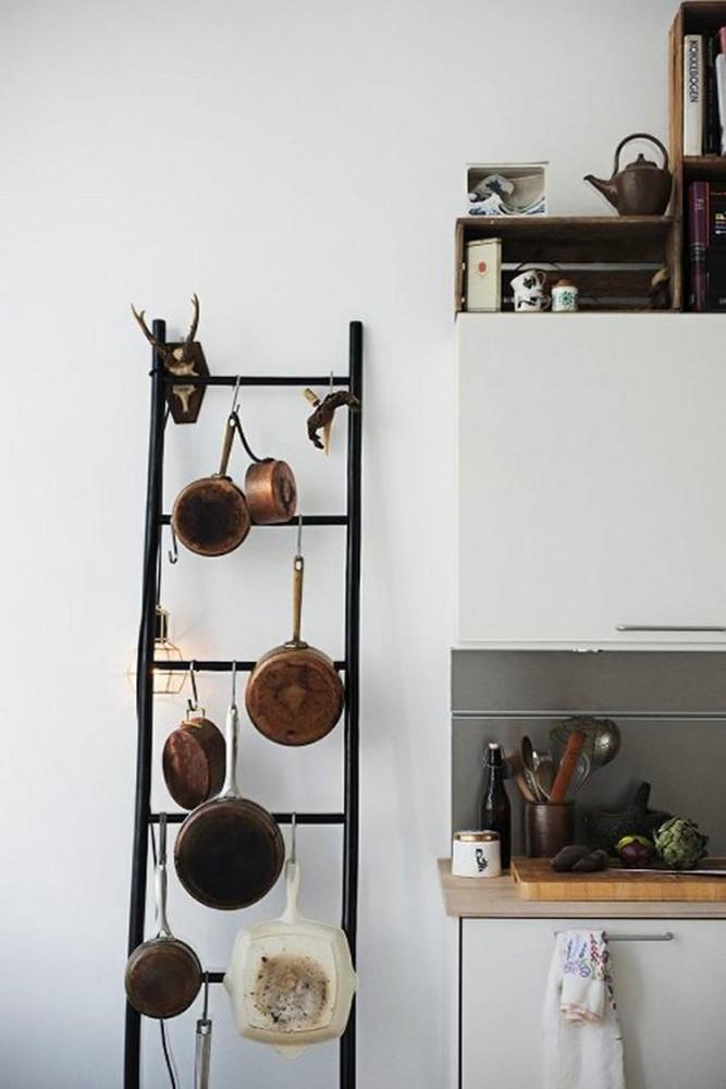 Кухня в цветах: черный, серый, светло-серый, темно-коричневый. Кухня в .