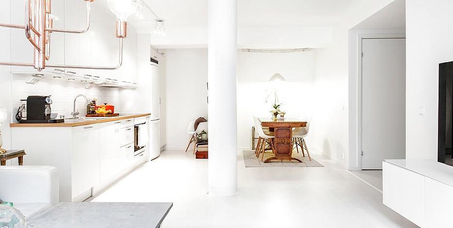 Кухня в цветах: серый, светло-серый, коричневый, бежевый. Кухня в стилях: скандинавский стиль, эклектика.