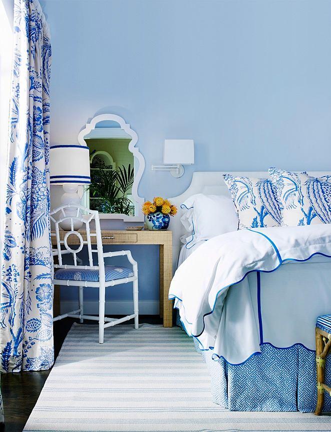 Спальня в цветах: голубой, серый, светло-серый. Спальня в стиле французские стили.