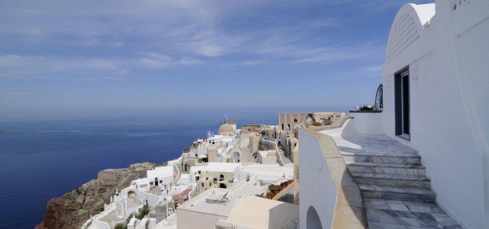 Как сделать белый интерьер нескучным: вилла на Санторини