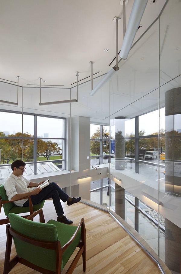Гостиная, холл в цветах: белый, темно-зеленый, бежевый. Гостиная, холл в стиле минимализм.