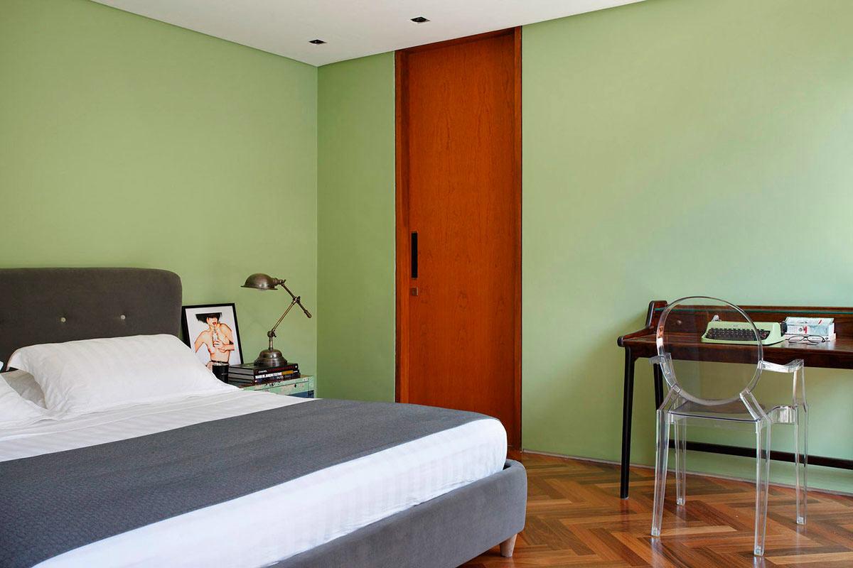 Мебель и предметы интерьера в цветах: серый, светло-серый, бордовый, бежевый. Мебель и предметы интерьера в стиле минимализм.