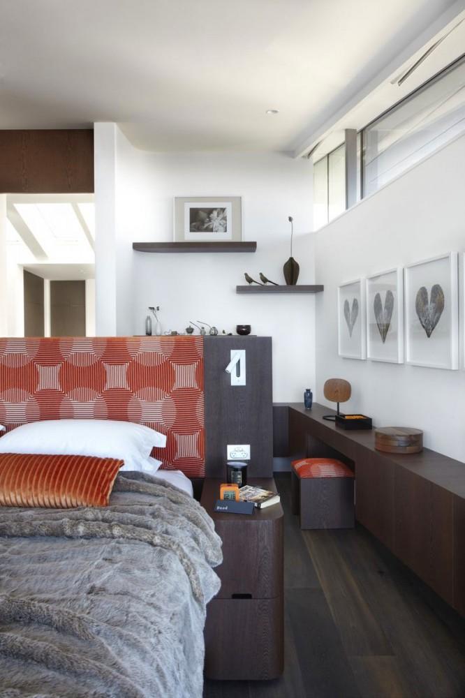 Спальня в цветах: серый, светло-серый, бордовый, коричневый, бежевый. Спальня в .
