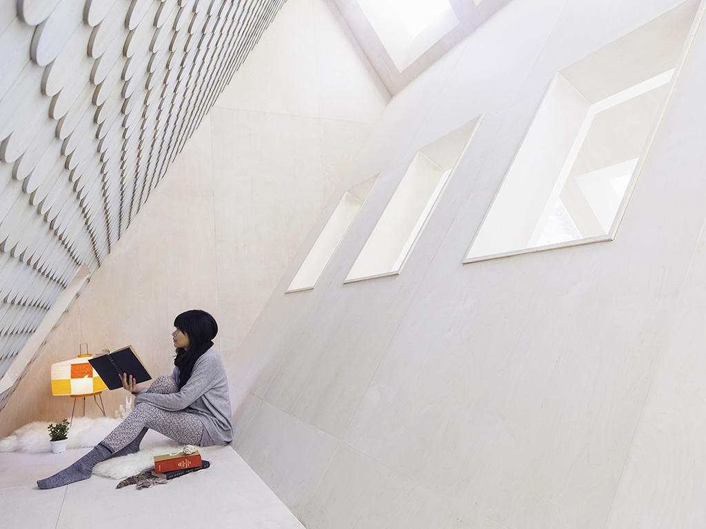 Подсобное помещение в цветах: черный, серый, белый, бежевый. Подсобное помещение в стиле минимализм.