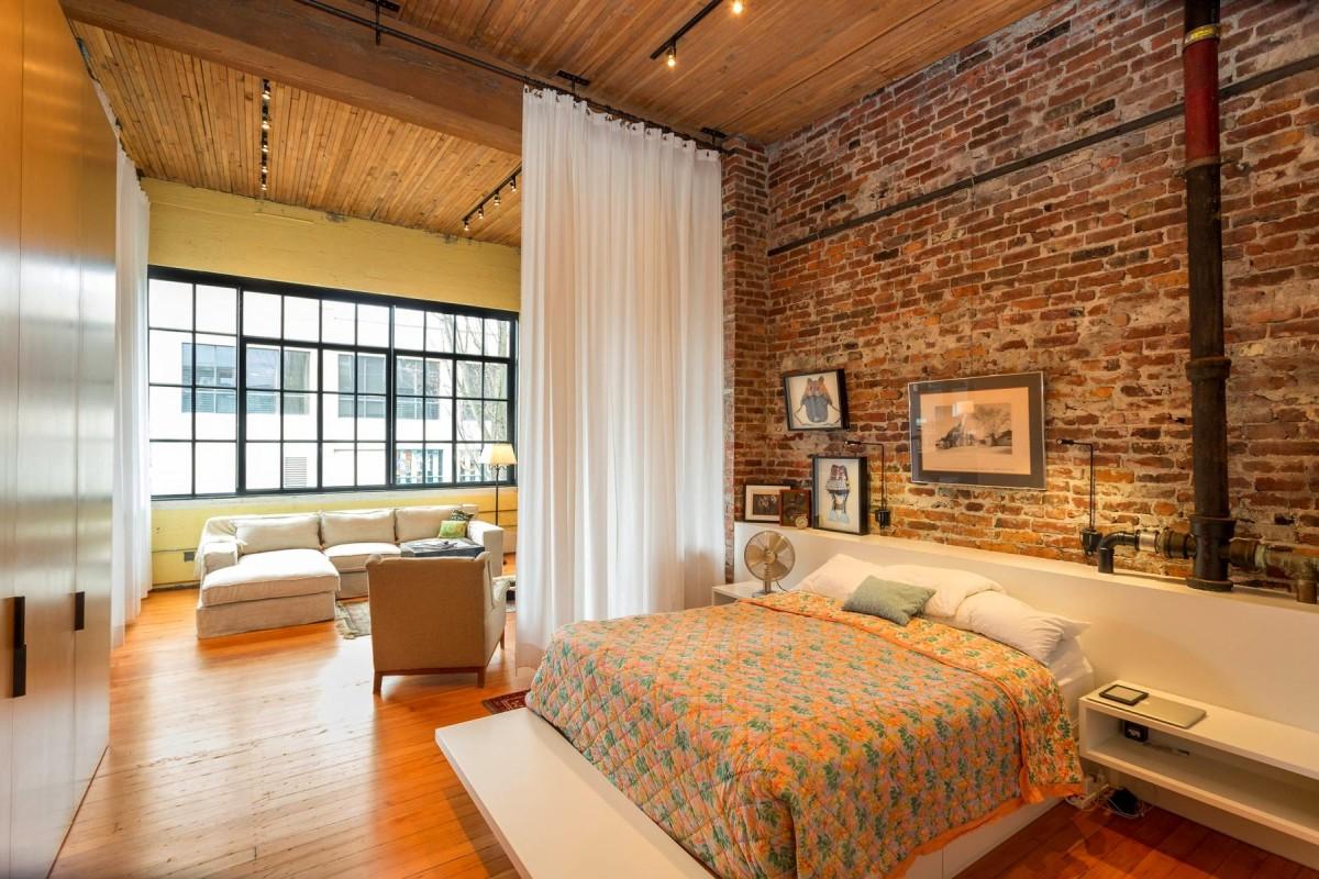 Спальня в цветах: желтый, светло-серый, белый, коричневый, бежевый. Спальня в стиле лофт.