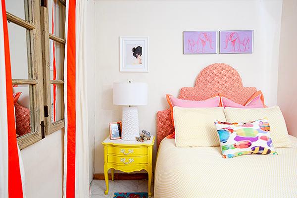 Мебель и предметы интерьера в цветах: красный, оранжевый, желтый, светло-серый, белый. Мебель и предметы интерьера в .