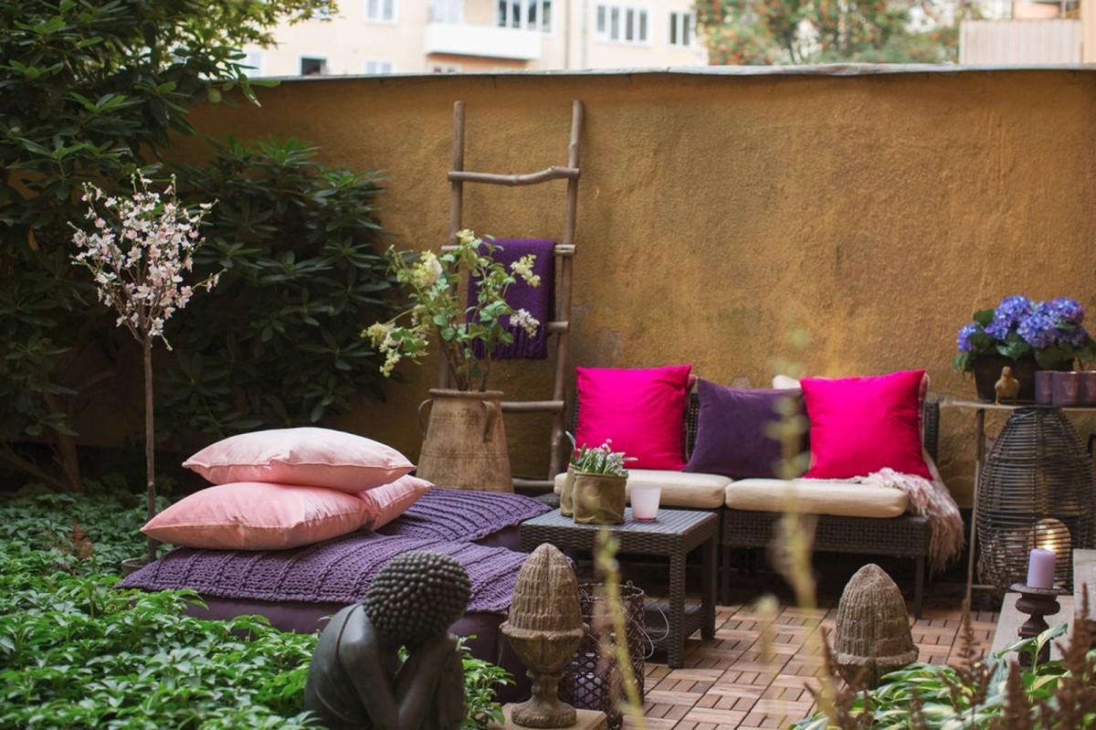 Балкон, веранда, патио в цветах: черный, серый, темно-зеленый, коричневый, бежевый. Балкон, веранда, патио в стиле скандинавский стиль.