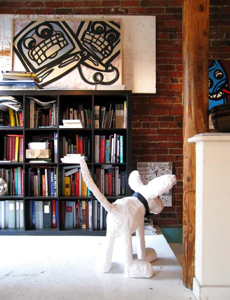 Мебель и предметы интерьера в цветах: черный, серый, светло-серый, темно-коричневый. Мебель и предметы интерьера в стиле лофт.