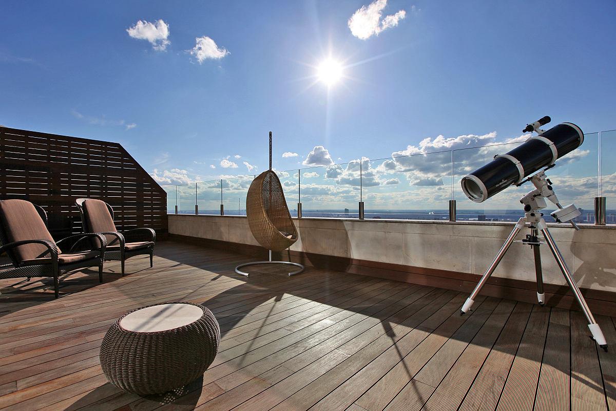 Балкон, веранда, патио в цветах: голубой, черный, серый. Балкон, веранда, патио в стиле минимализм.