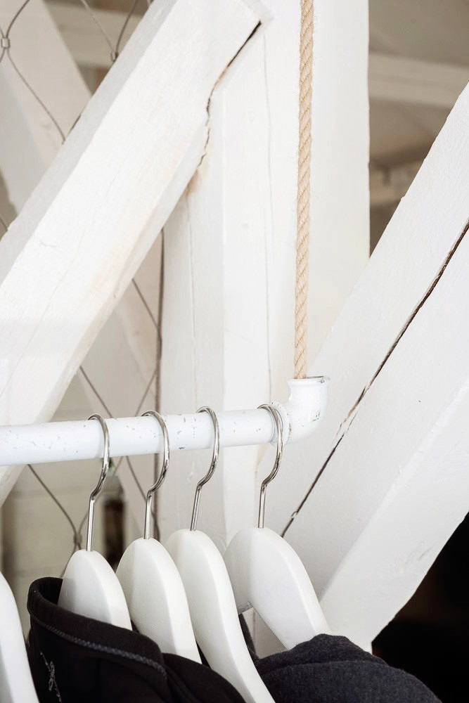 Мебель и предметы интерьера в цветах: серый, светло-серый, белый. Мебель и предметы интерьера в стиле скандинавский стиль.
