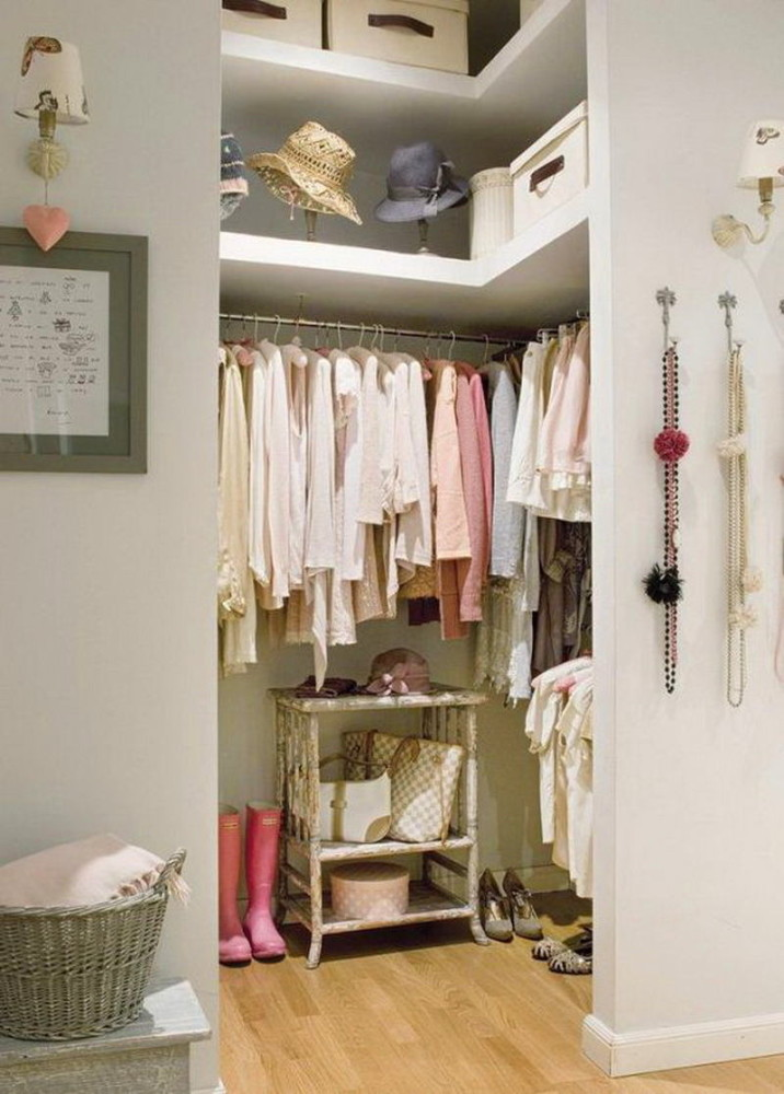 Подсобное помещение в цветах: серый, светло-серый, белый, бежевый. Подсобное помещение в .