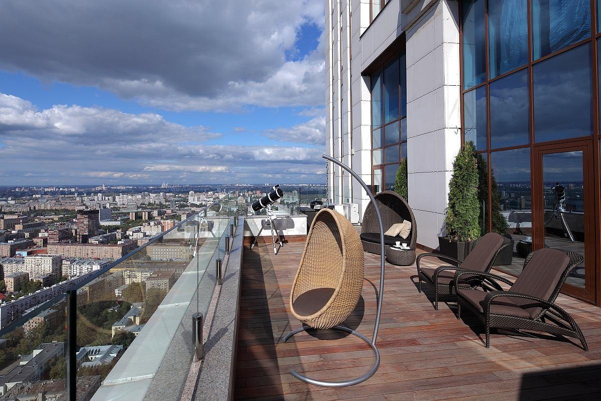 Балкон, веранда, патио в цветах: черный, серый, светло-серый. Балкон, веранда, патио в стиле минимализм.
