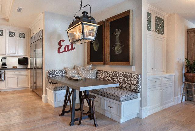 Кухня в цветах: серый, светло-серый, бежевый. Кухня в стиле французские стили.