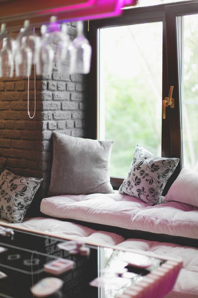 Кухня в цветах: серый, светло-серый, белый, салатовый, коричневый. Кухня в стиле модерн и ар-нуво.