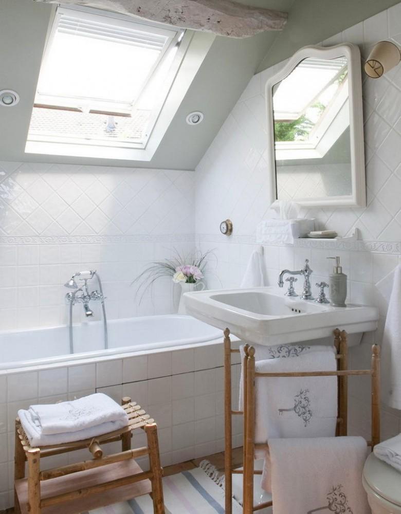 Ванная в цветах: светло-серый, белый, бежевый. Ванная в стиле французские стили.