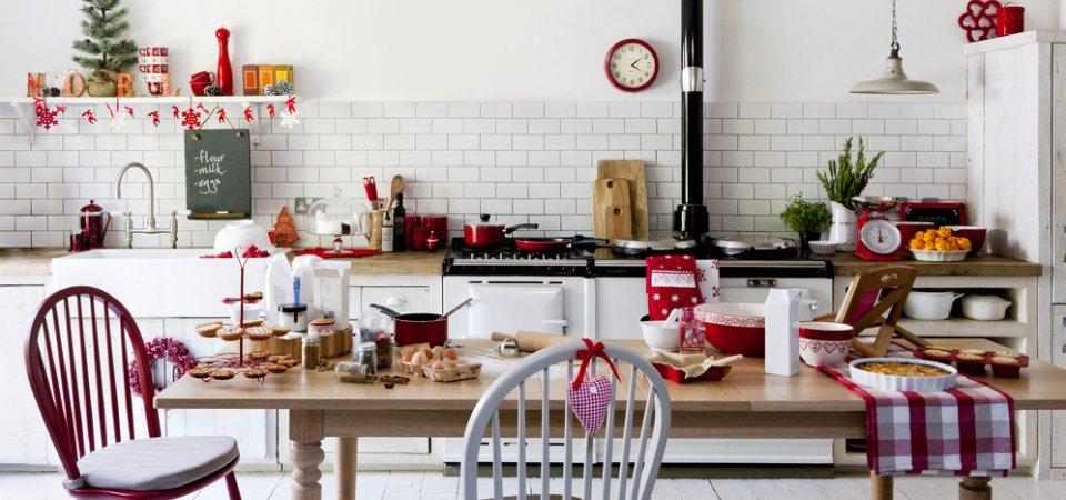 Как украсить кухню к праздникам и оформить новогодний стол