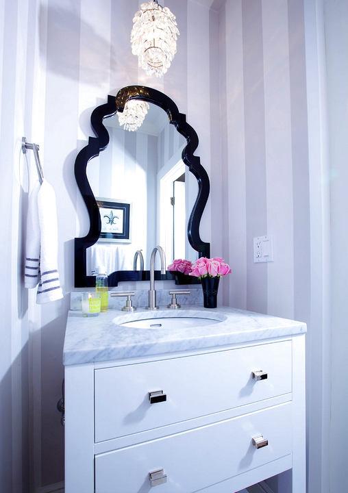 Туалет в цветах: голубой, фиолетовый, черный, серый, светло-серый. Туалет в стиле арт-деко.