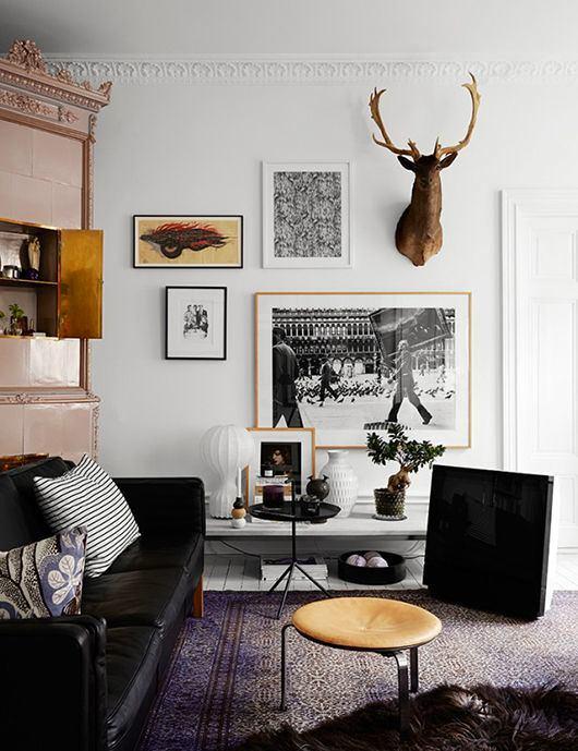 Гостиная, холл в цветах: черный, серый, светло-серый, белый. Гостиная, холл в стилях: скандинавский стиль, эклектика.
