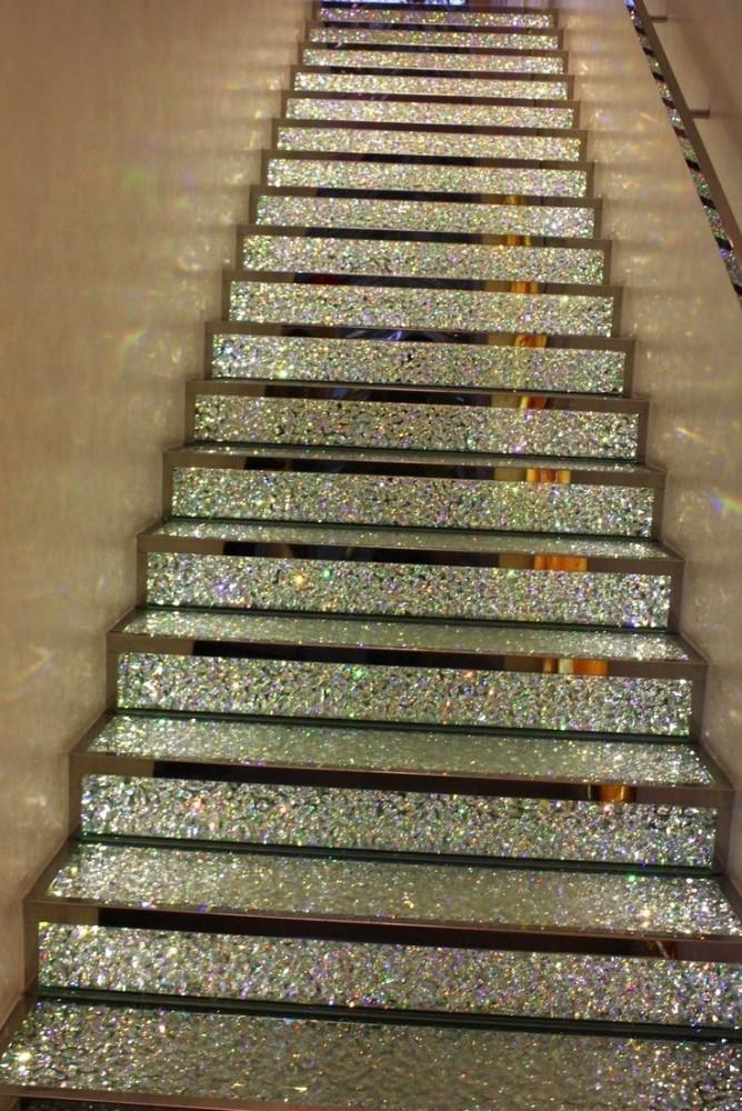 Лестница в цветах: серый, светло-серый, бежевый. Лестница в стиле неоклассика.