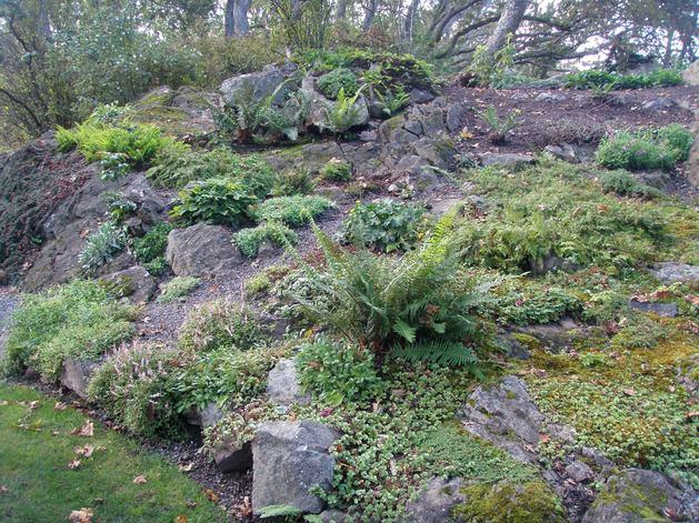 Ландшафт в цветах: серый, светло-серый, темно-зеленый, салатовый, бежевый. Ландшафт в стилях: средиземноморский стиль, экологический стиль.
