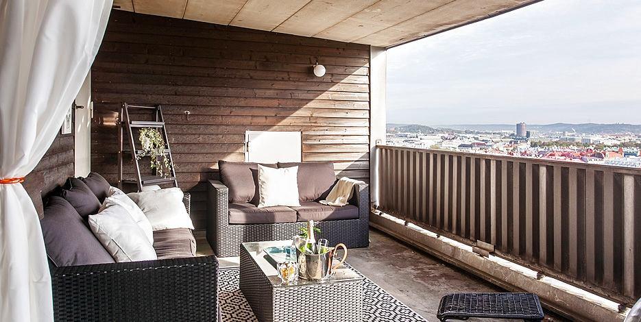 Балкон, веранда, патио в цветах: черный, серый, светло-серый, белый, темно-коричневый. Балкон, веранда, патио в стилях: средиземноморский стиль, экологический стиль.
